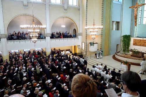 Kirkko oli täynnä väkeä