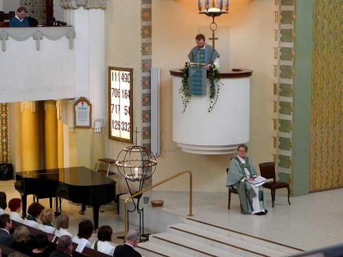 Teemu Laajasalo saarnaa