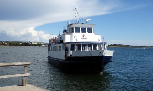 M/S Marival II saapuu Hernesaareen