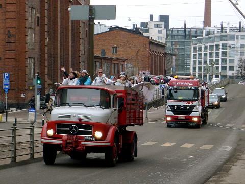 Penkkariautoja 2015 Telakkakadulla (Helsinki)