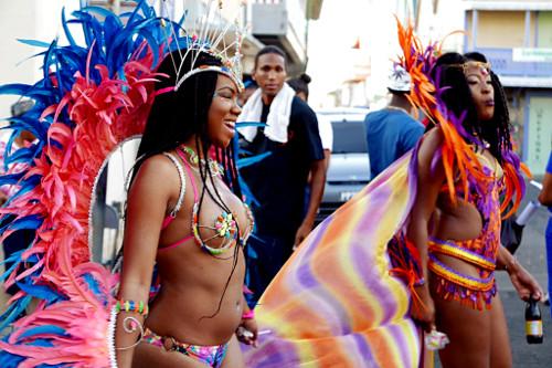 Karnevaalien avajaiskulkue, Roseau (Dominica)