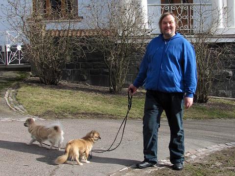 Minä, kaksi koiraa ja Klingelin vaatteita