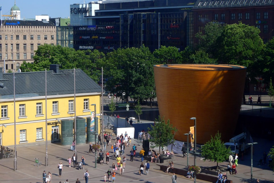 Kamppi Chapel is located in a busy place