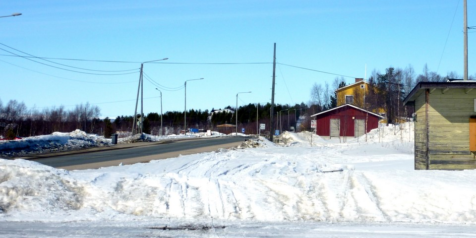 La route principale Käsivarrentie (E8) et maisons