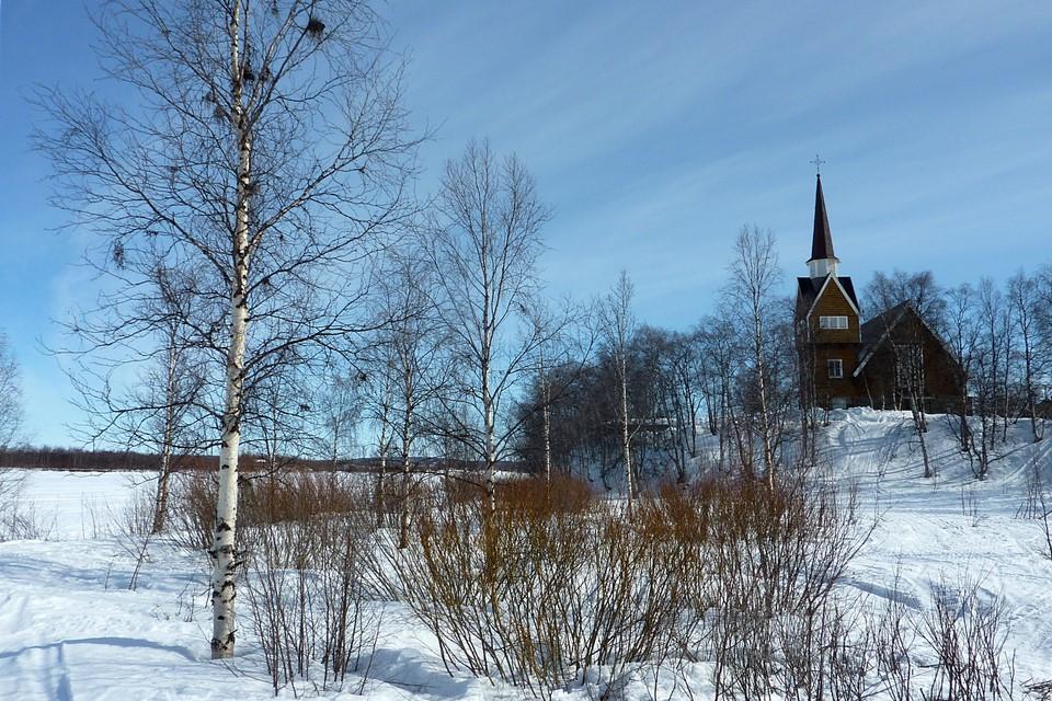 Muonionjoki ja kirkko