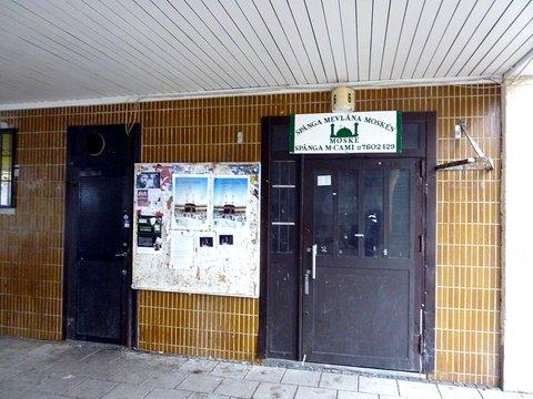 La mosquée Spånga Mevlâna au bord sud du centre commercial de Rinkeby