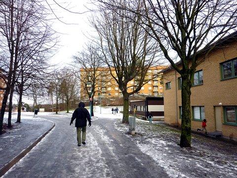 Monet Rinkebyn kävelyteistä olivat kovin liukkaita