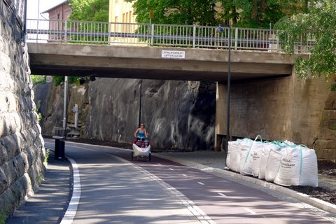 Lapinlahdenkatu bridge and a child transport bicycle