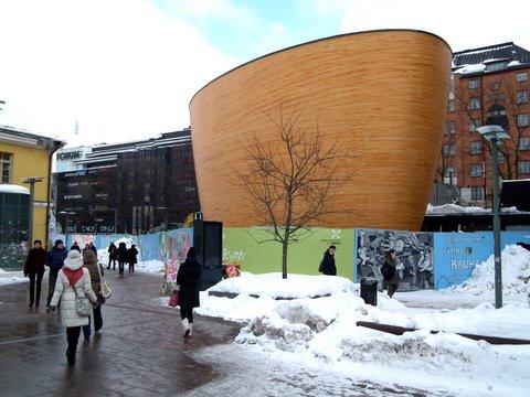 La chapelle de Kamppi en construction en hiver 2012