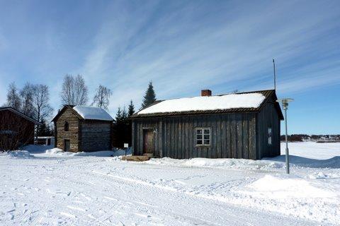 Un riihi et la cabane de Laestadius