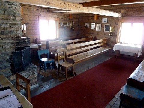 Une vue intérieure de la cabane Laestadius