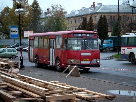 Vanha punainen bussi