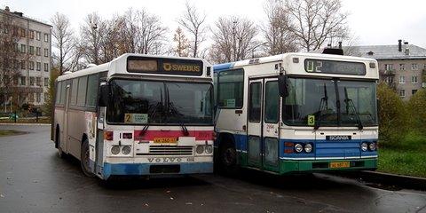 Volvo B10M (Swebus) et Scania