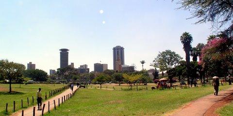 Nairobin kaupunkimaisemaa Uhuru-puistosta nähtynä