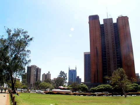 Rakennus puiston laidalla
