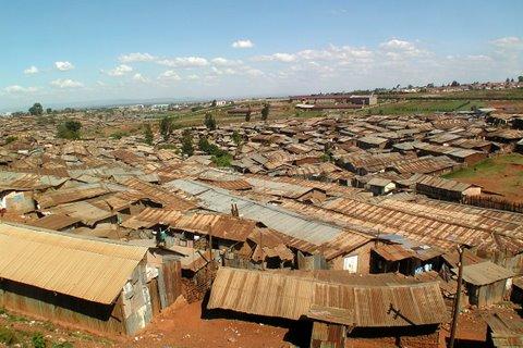 Näkymä Kiberan kattojen yli