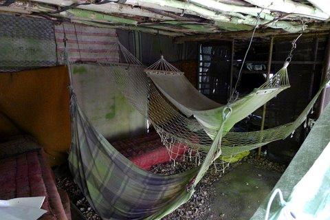 Hamacs dans la cabane à visiteurs
