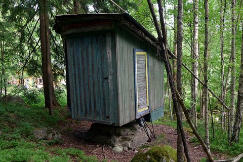 Sauna cottage on a rock (can be turned toward to sunlight)