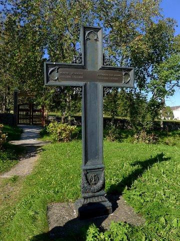 Croix de tombe en fer