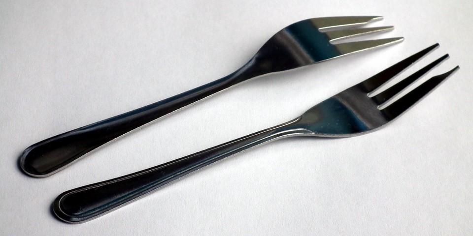 Vasenkätinen leivoshaarukka / Left-handed pastry fork