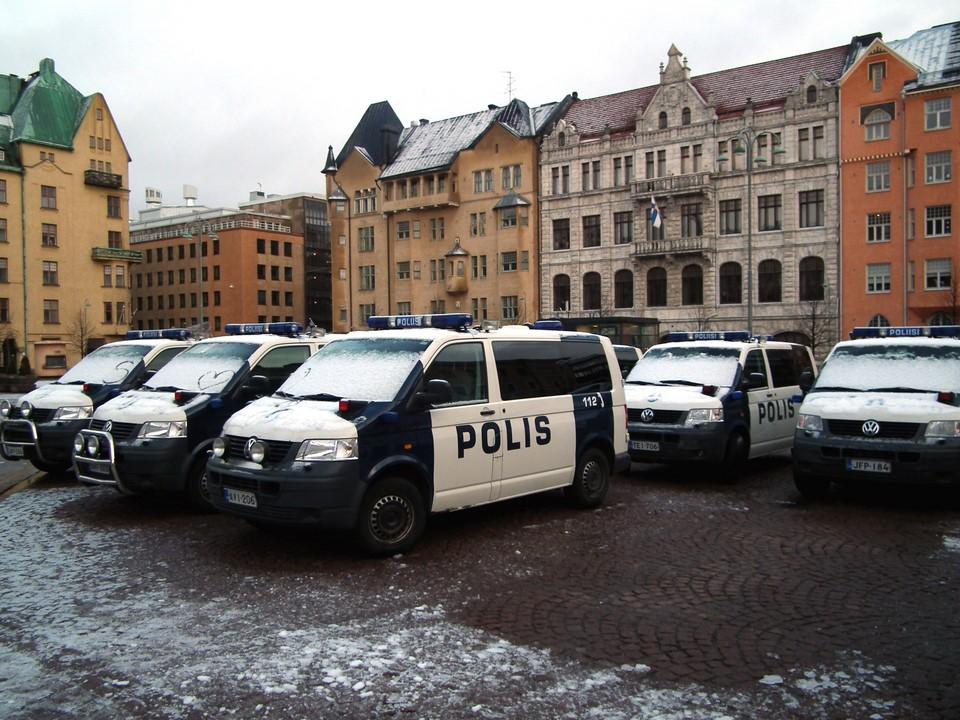 Poliisiautoja / Police vans