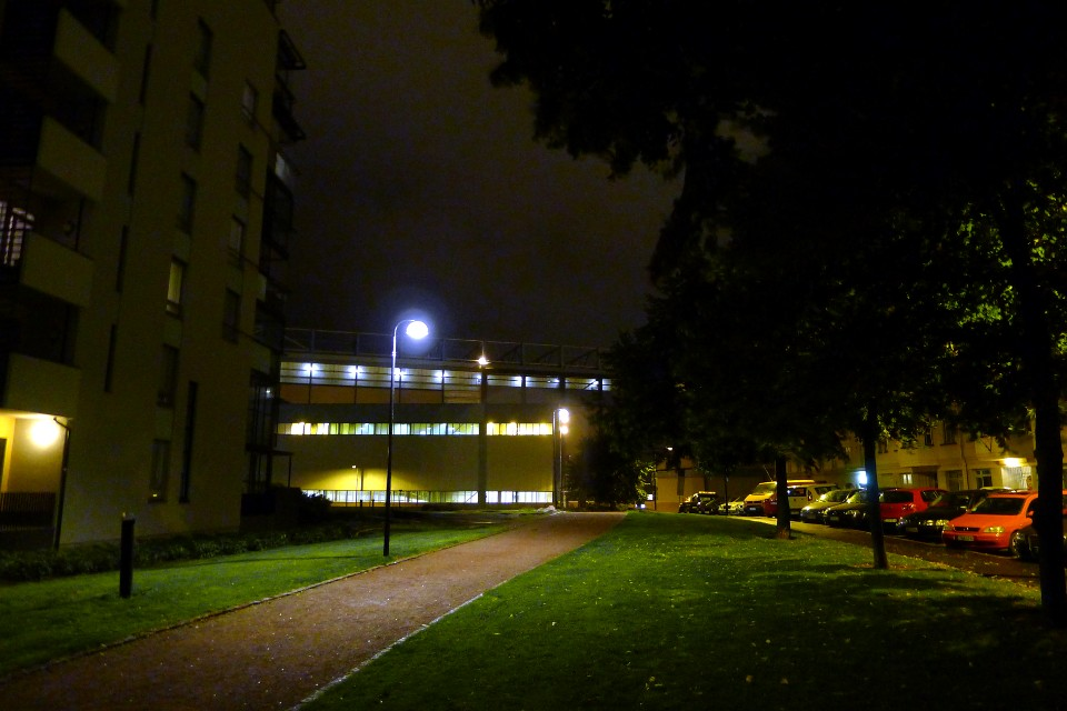 Pimeä syysilta / Dark autumn evening