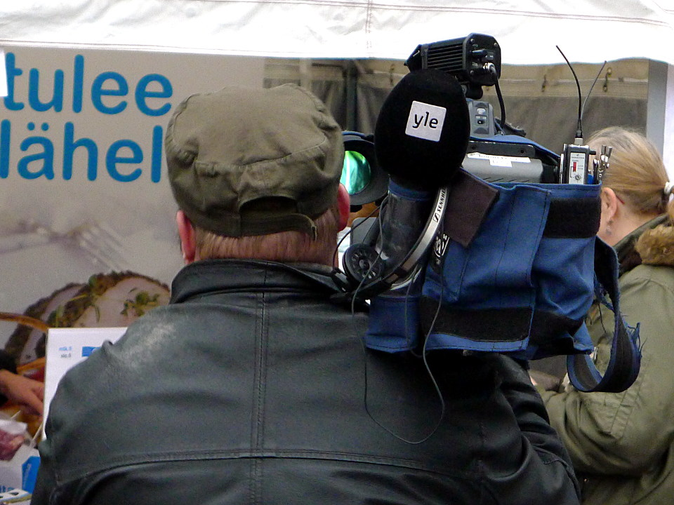 Ylen kuvaaja / Yleisradio camera man