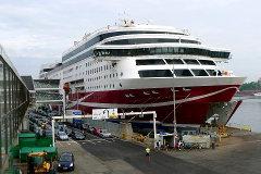 M/S Viking Grace Tukholman satamassa