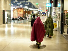 Somaleita kauppakeskuksessa