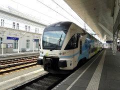 Wesbahnin juna Salzburgin asemalla