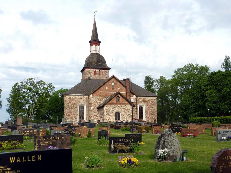 Église et cimetière de Jomala