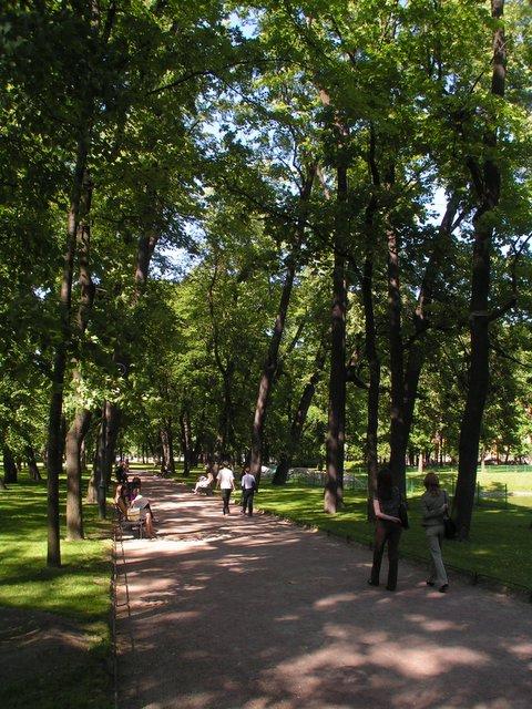 Puistokäytävä