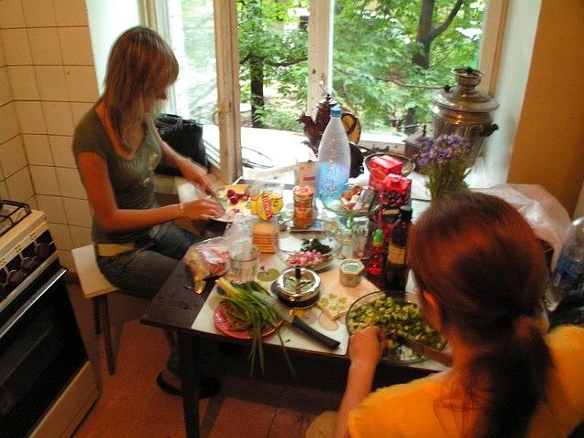 Salaatin valmistaminen