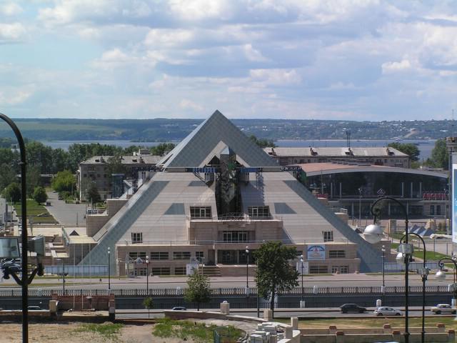 Pyramidi toisesta suunnasta
