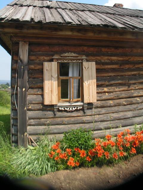 Ikkuna ja kukkapenkki