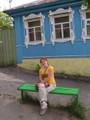 Hanne istuu