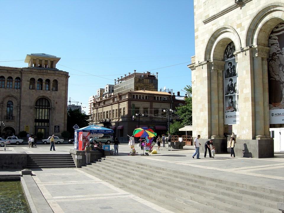 Escalier devant la Galerie nationale