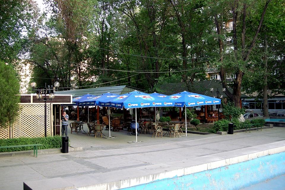 Kahvila puistossa