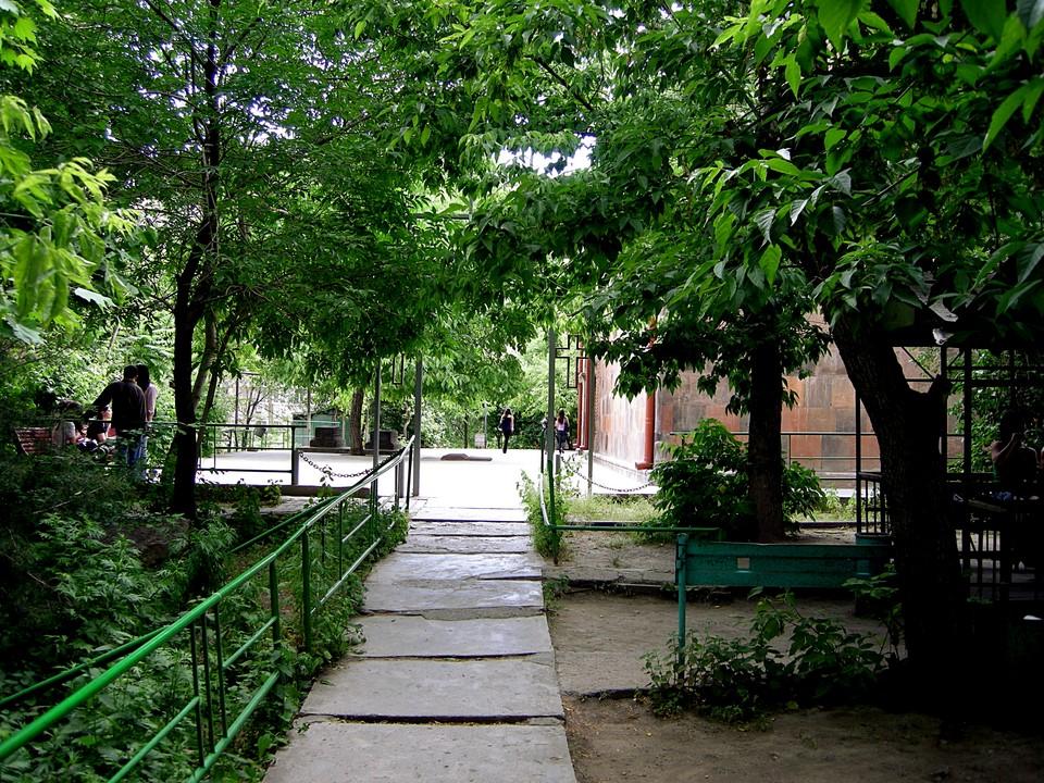 Path to Zoravor Church
