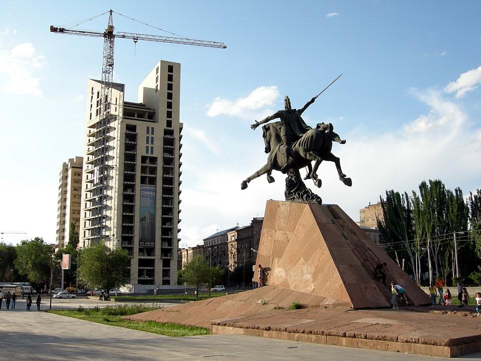 Statue de Vardan II Mamikonian