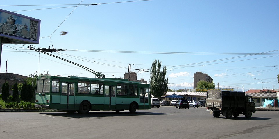 Trolleybus in a roundabout