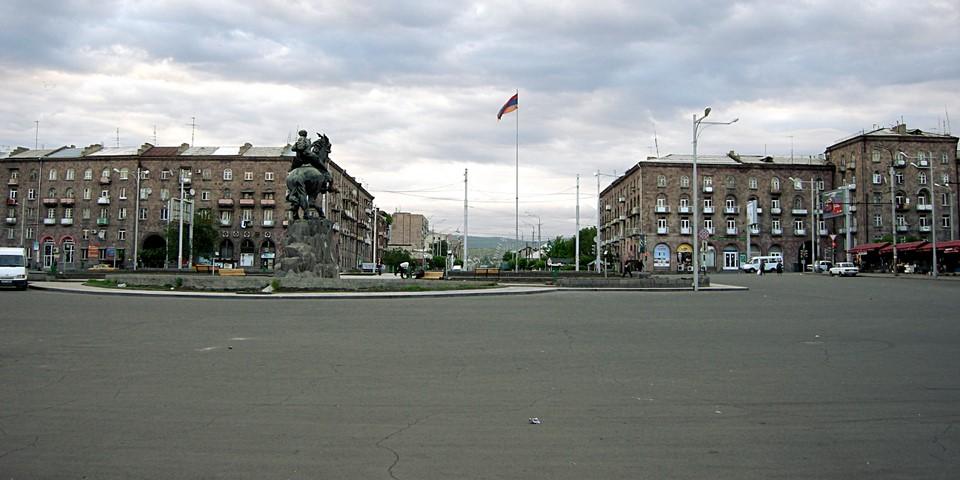 Sasuntsi David Square in front of the Railway Station