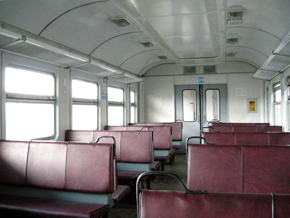 Vue intérieure de la voiture de chemin de fer