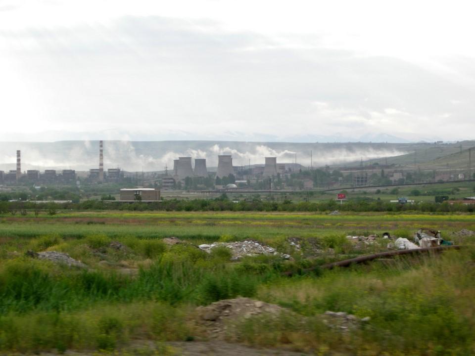 Centrales thermiques quelque part entre Erevan et Masis