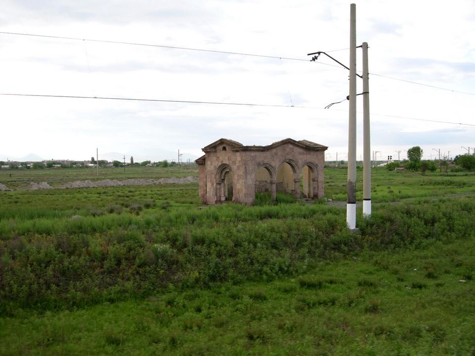 Une maison en ruines pas loin de la ville de Masis