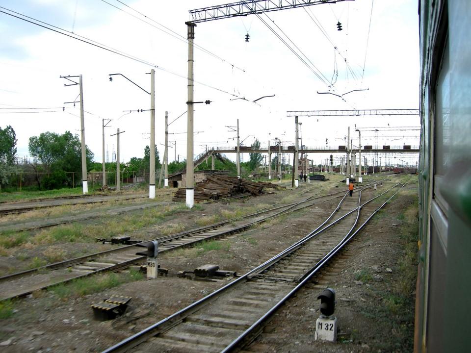 Views of the railway tracks near the city of Masis