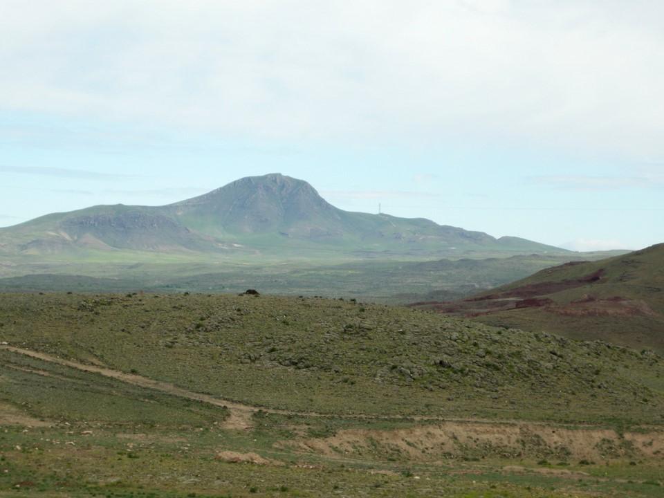 A mountain near the town of Karakert