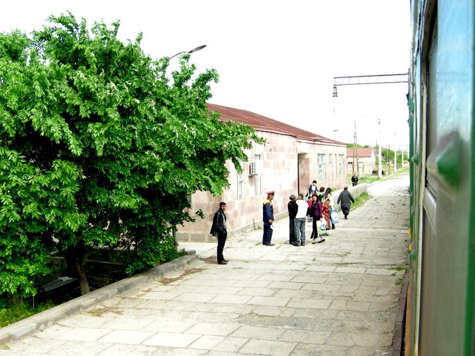 Arteni railway station