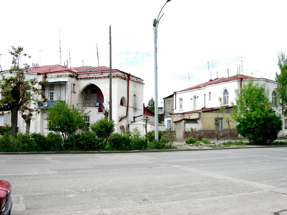 The houses were quite similar also on the other side of Tigran Mets Poghota street