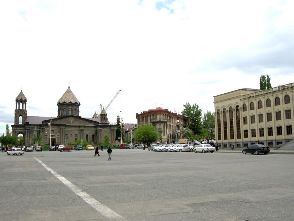Pyhän Vapahtajan kirkko vaurioitui pahasti vuoden 1988 maanjäristyksessä, mutta sitä on sittemmin korjattu